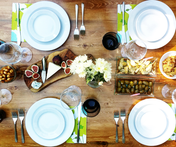 hosting an outdoor dinner party 9